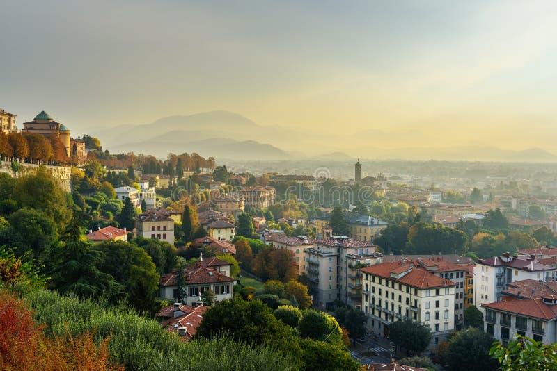 Vue de Bergame de porte de Porta San Giacomo au matin l'Italie image stock