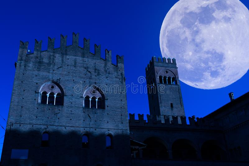 vue de Bologna la nuit photographie stock