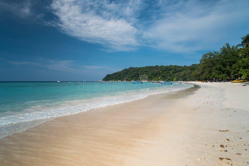 Vue de bord de la mer d'île idyllique de Pulau Perhentian Besar, Malaisie photographie stock libre de droits