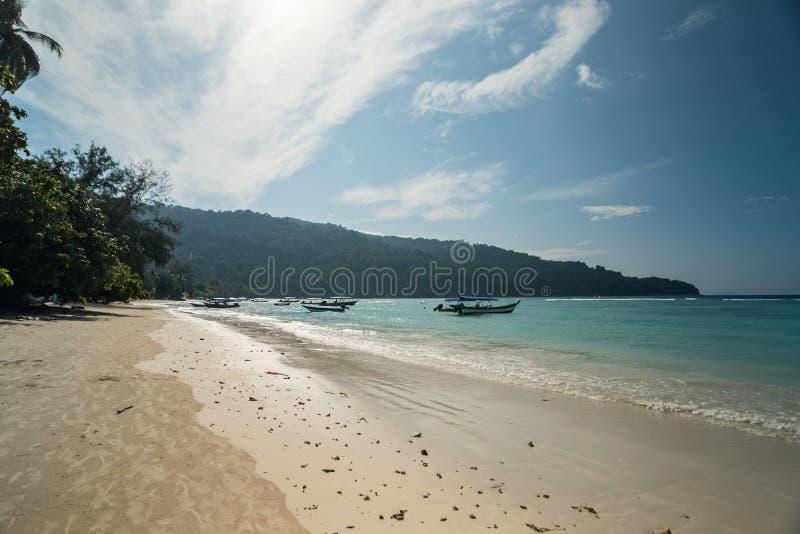 Vue de bord de la mer d'île idyllique de Pulau Perhentian Besar, Malaisie image stock