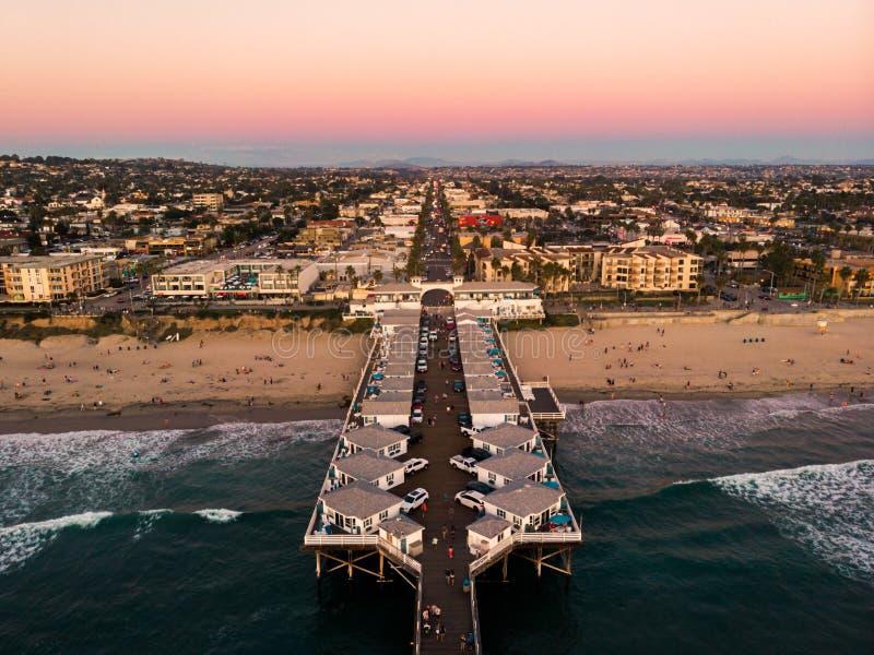 Vue de bourdon de plage de Pacifique à San Diego photos stock