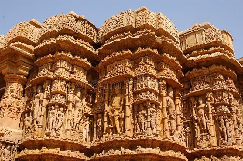 Vue de côté à l'extérieur d'un temple indien. images libres de droits