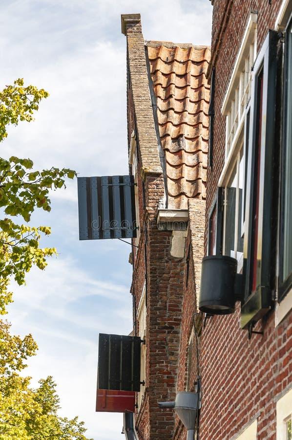 Vue de côté d'une vieille maison néerlandaise photos stock