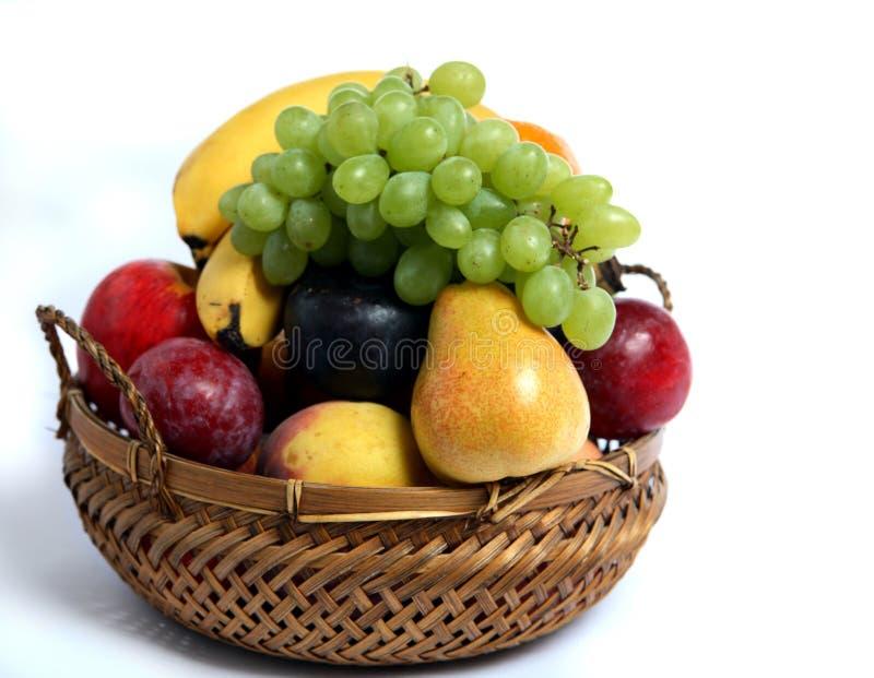 Vue de côté de panier de fruit image libre de droits