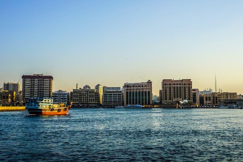 Vue de côté de Dubai Creek photo stock