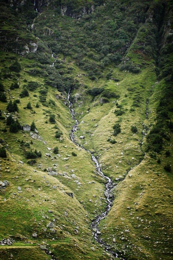 Vue de côté de montagne de rivière photo stock