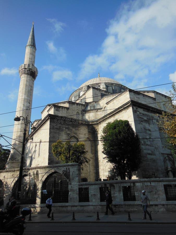 Vue de côté de mosquée de Gazi Atik Ali Pasha à Istanbul photographie stock libre de droits