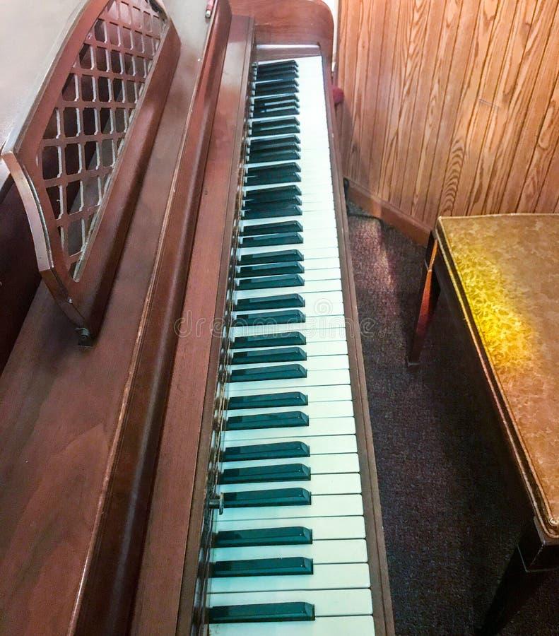 Vue de côté de piano photos libres de droits