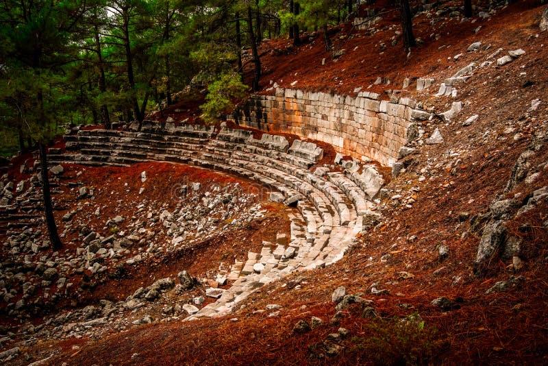 Vue de côté de théâtre de vue de ville antique de Cadianda Kadyanda près de village d'Uzumlu dans Fethiye, Mugla, Turquie image stock