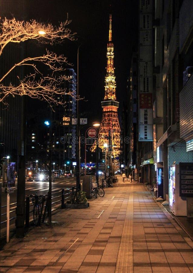 Vue de côté de tour de Tokyo avec l'illumination photo libre de droits