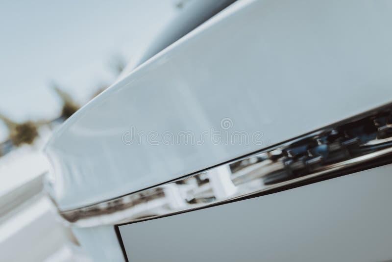Vue de côté de voiture de Tesla Concept de construction d'automobile image stock