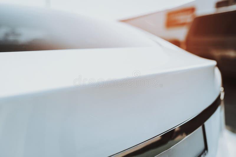 Vue de côté de voiture de Tesla Concept de construction d'automobile image libre de droits
