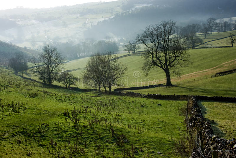 Vue de côte de Bunster, Ilam, Derbyshire photos stock