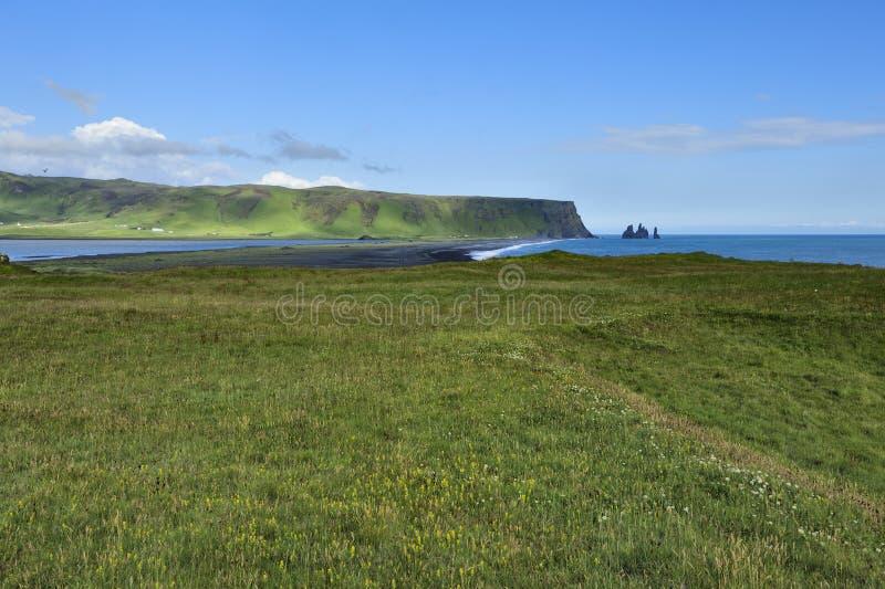 Vue de côte sud chez Dyrholaey, Islande photos libres de droits