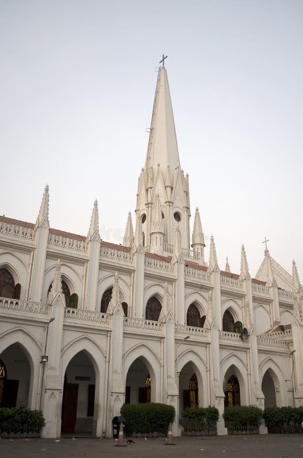 Vue de côté d'église de cathédrale de basilique de Santhome, Chennai, Tamil Nadu, Inde image stock