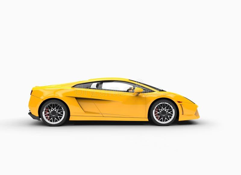 Vue de côté de Supercar jaune photo libre de droits