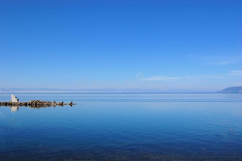 Vue de côte de lac Baikal, Sibérie, Russie images stock