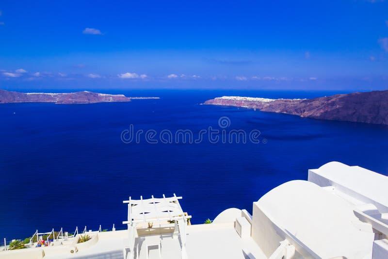 Vue de caldeira d'Imerovigli vers Oia, Santorini, Grèce photographie stock libre de droits