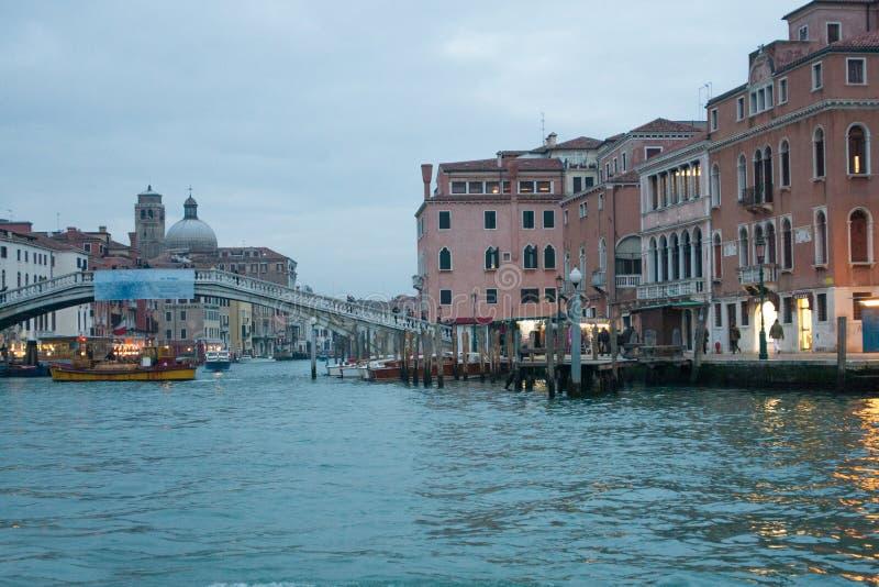 Vue de canal grande avec le degli Scalzi de Ponte à l'arrière-plan, à Venise, l'Italie photographie stock libre de droits