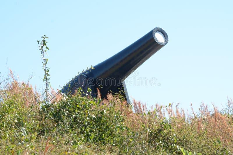 Vue de canon de repli de fort de la base du mur externe images libres de droits