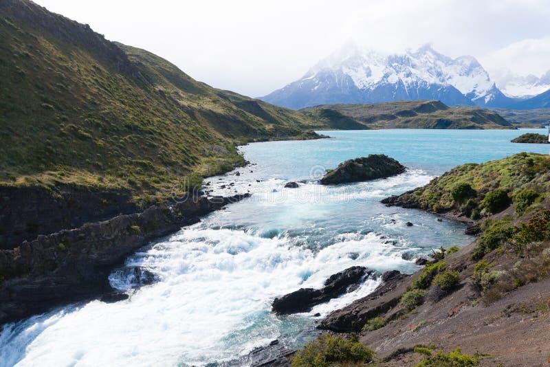 Vue de cascade de Salto Chico, Torres del Paine, Chili images libres de droits