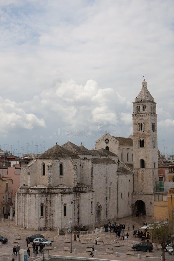 Vue de cathédrale de Barletta du château photographie stock