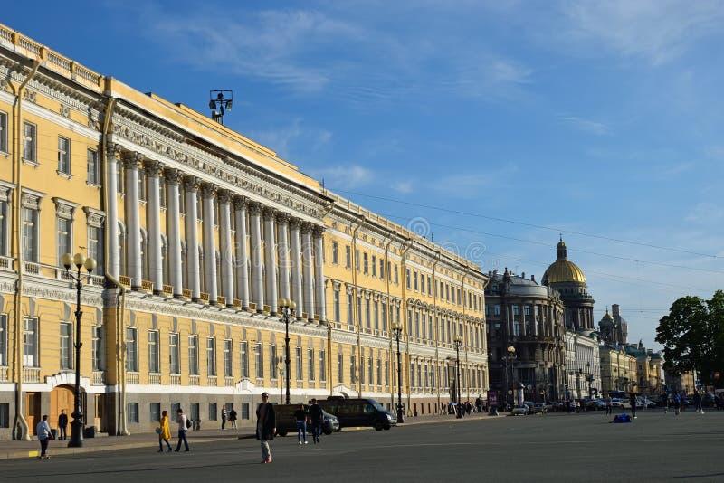 Vue de cathédrale de St Isaac de place de palais dans St Petersbu image stock