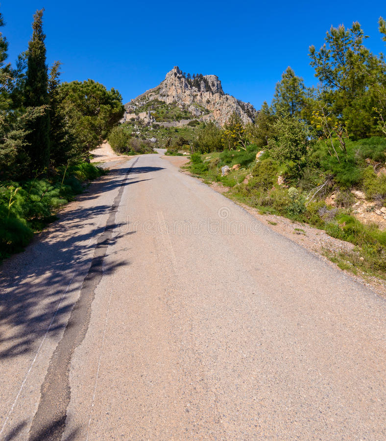 Vue de château de St Hilarion près de Kyrenia 16 photographie stock