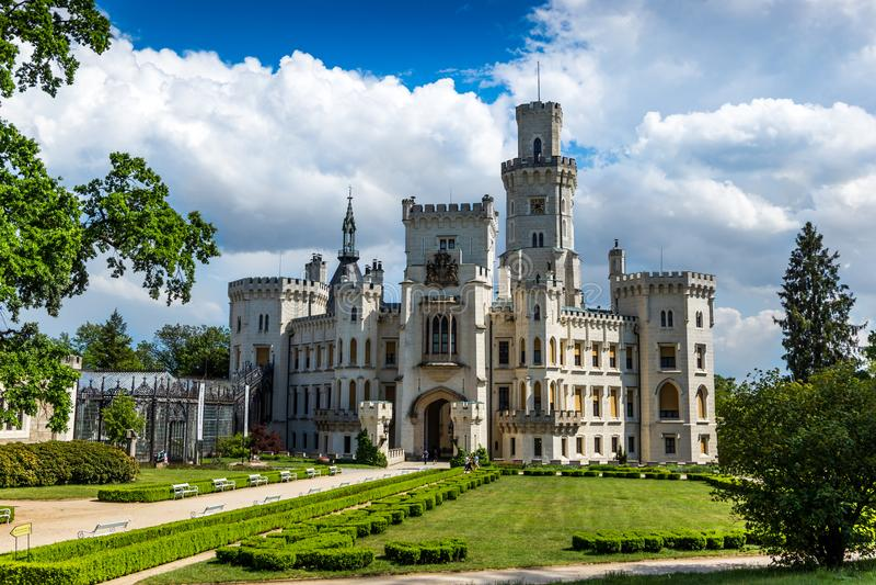 Vue de château Hluboka NAD Vltavou de la Renaissance photographie stock libre de droits