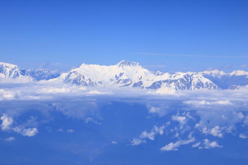 Vue de chaîne de montagne de l'Himalaya d'avion d'air images stock