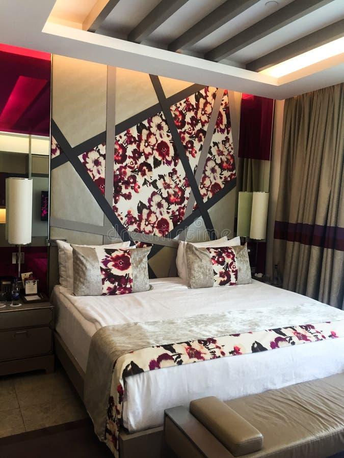 Vue de chambre à coucher d'hôtel photographie stock libre de droits