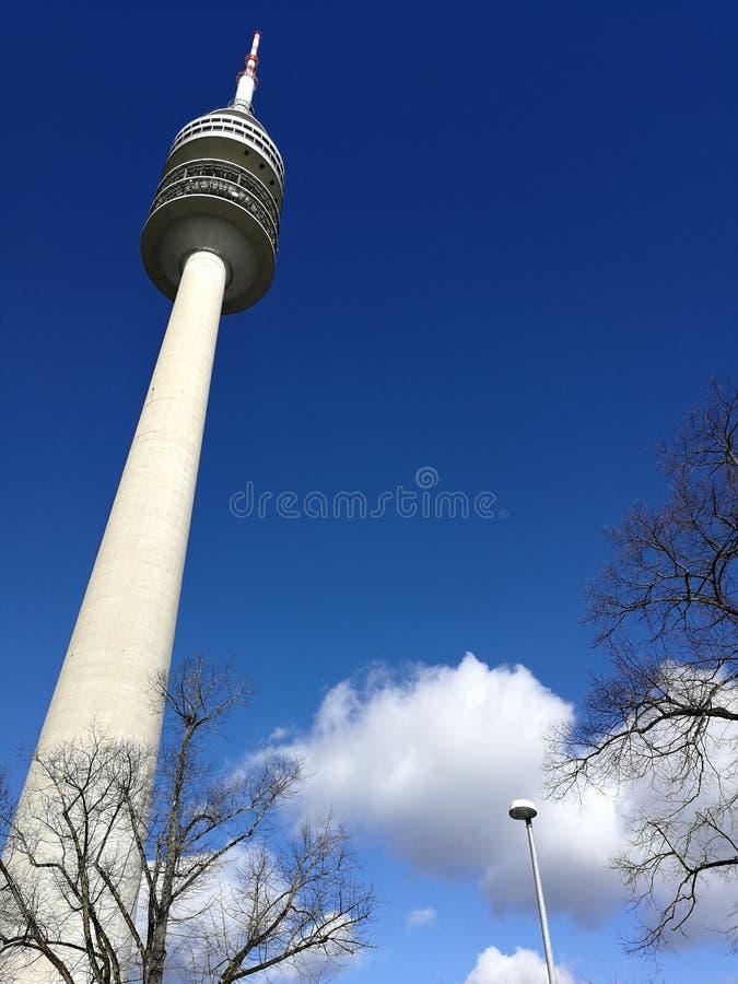 Vue de ci-dessus ? la tour d'Olympia chez l'Olympiapark, ville de Munich photographie stock