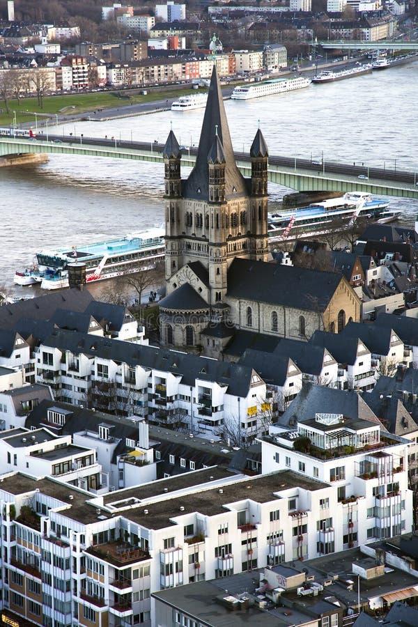 Vue de ci-dessus sur Cologne et grand St Martin Church photos stock