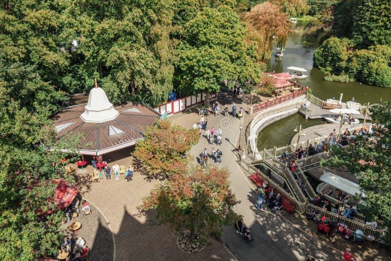 Vue de ci-dessus sur l'attraction Gondaletta dans la PA d'amusement image stock