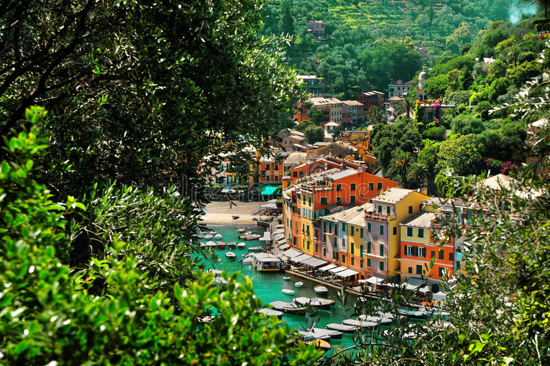 Vue de ci-dessus sur la baie Portofino photos stock