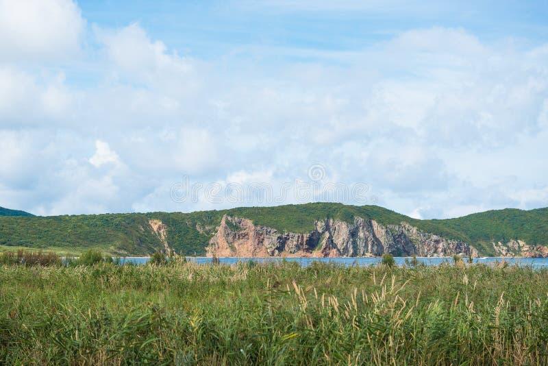 Vue de ciel, de collines et de marais d'été près de détroit rigide, Russie Thème de nature et de tourisme images stock
