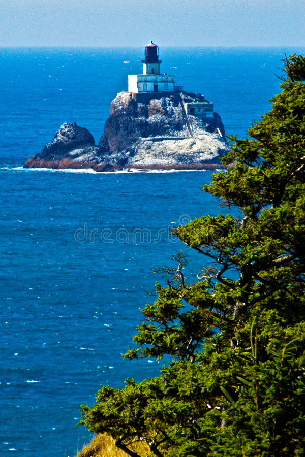Vue de Cliffside de phare de Tillimook, Orégon photo stock