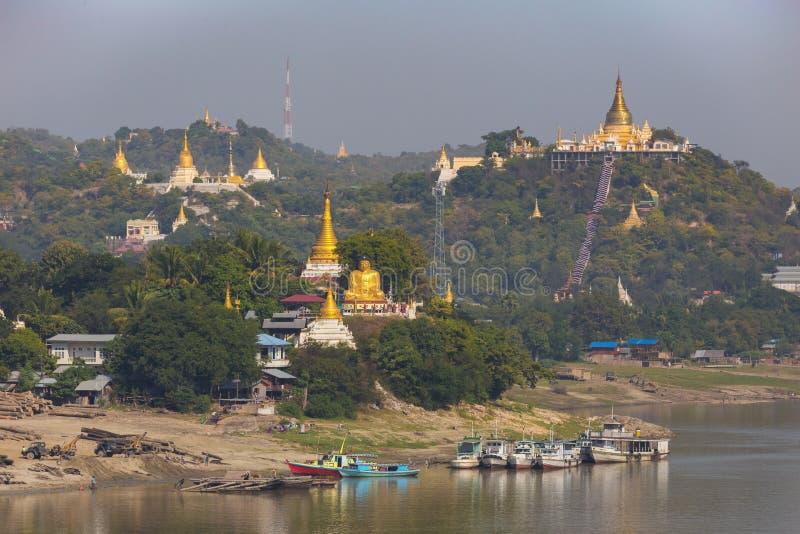 Vue de colline de Sagain, près de Mandalay, Myanmar photo libre de droits