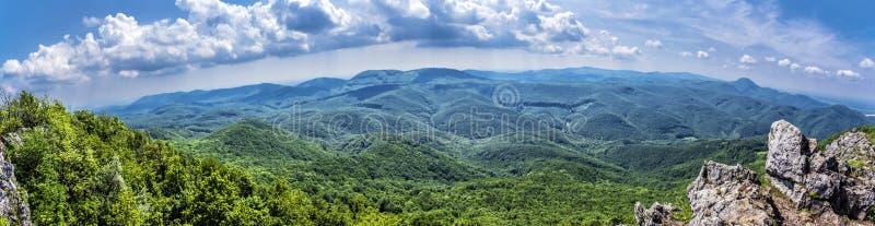 Vue de colline de Vapenna - de Rostun, peu de Carpathiens, slovaques image libre de droits