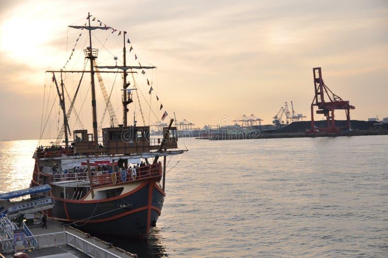 Vue de coucher du soleil au port photos libres de droits