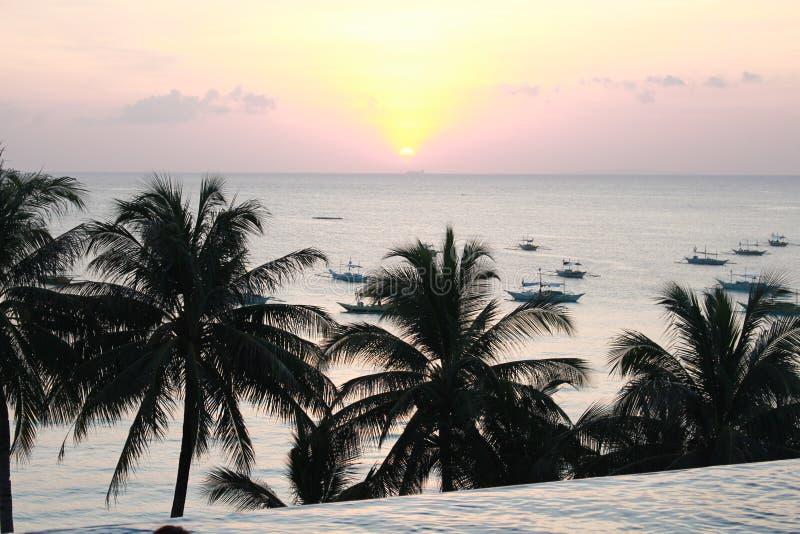 Vue de coucher du soleil de Boracay à la piscine d'infini image stock
