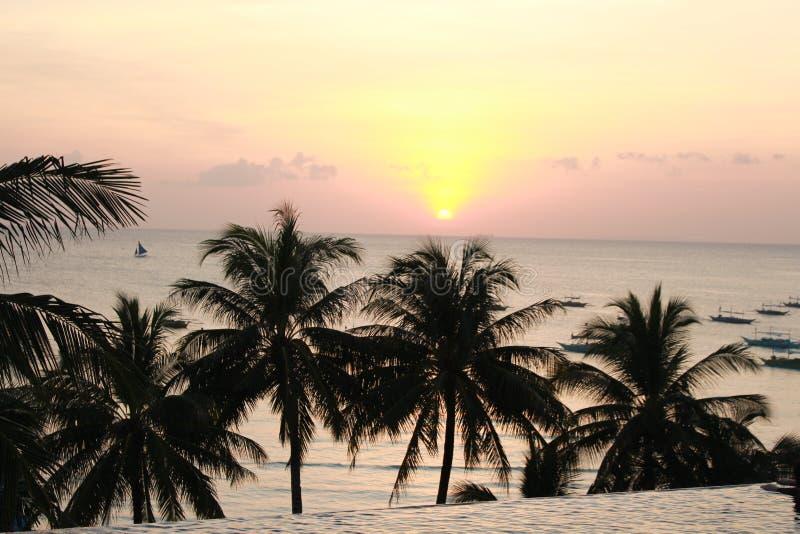 Vue de coucher du soleil de Boracay à la piscine d'infini images stock