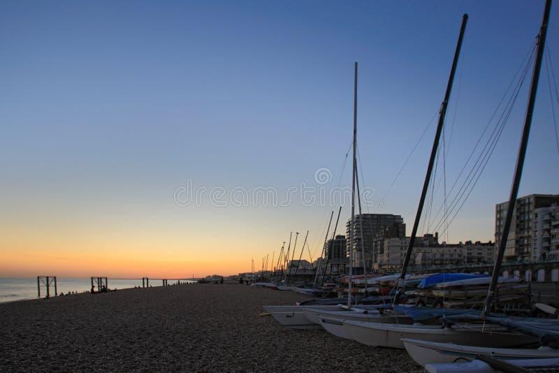Vue de coucher du soleil de la plage R-U de Brighton photo libre de droits