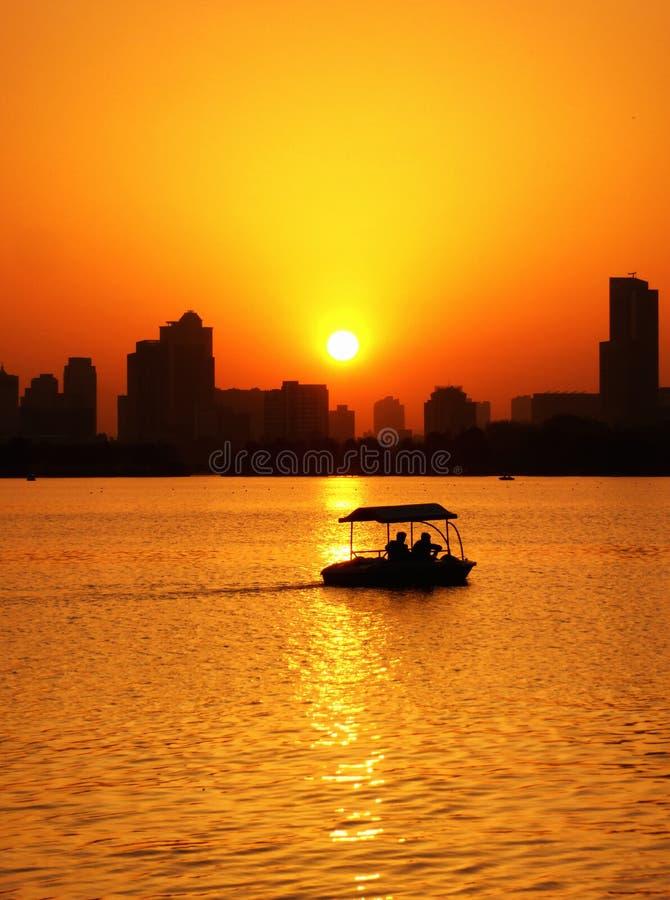 Vue de coucher du soleil de lac Xuanwu image stock