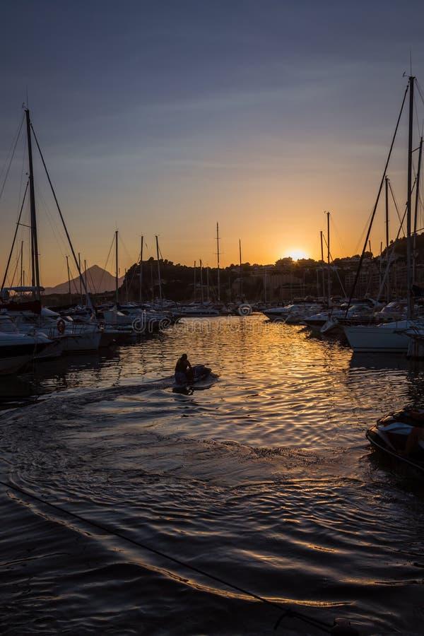Download Vue De Coucher Du Soleil De Marina Photo stock - Image du soirée, côte: 45357216