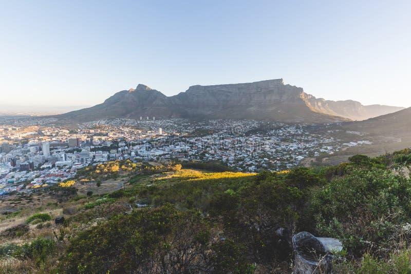 Vue de coucher du soleil de fin de l'après-midi de montagne de Tableau à Cape Town photographie stock libre de droits