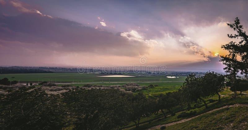 Vue de coucher du soleil de la vallée de Jezreel, Israël photos libres de droits