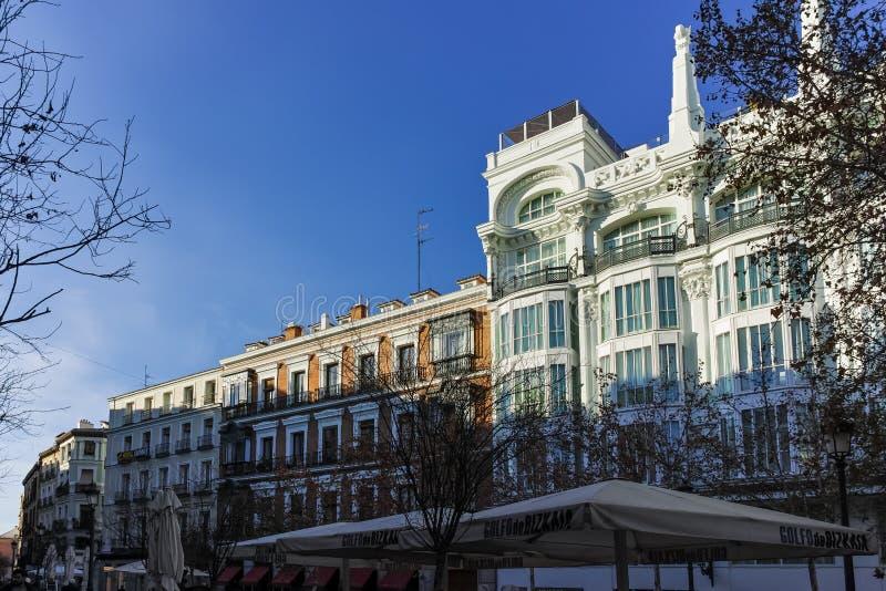 Vue de coucher du soleil de plaza Santa Ana dans la ville de Madrid images stock