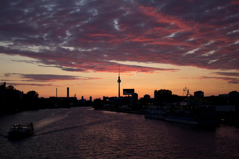 Vue de coucher du soleil de pont d'Oberbaum photo stock