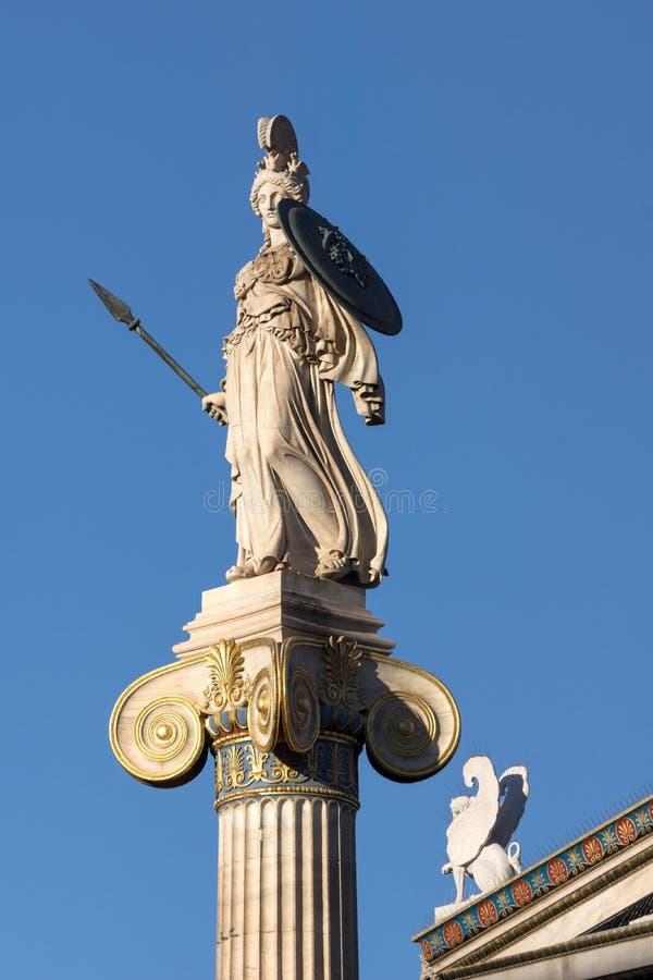 Vue de coucher du soleil de statue d'Athéna devant l'académie d'Athènes, Attique, Grèce photos stock